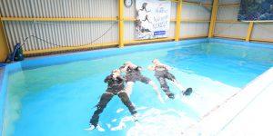 スキューバダイビングのプロに教わる水辺の安全な遊び方